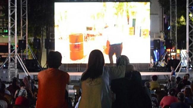 Lüleburgaz'da açık havada sinema keyfi başladı