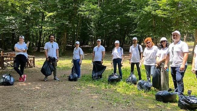 MetLife çalışanları sürdürülebilir bir dünya için çöp topladı