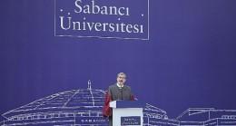 Sabancı Üniversitesi Mezuniyet Töreninde BioNTech'in kurucuları ve Sağlık Çalışanları ayakta alkışlandı