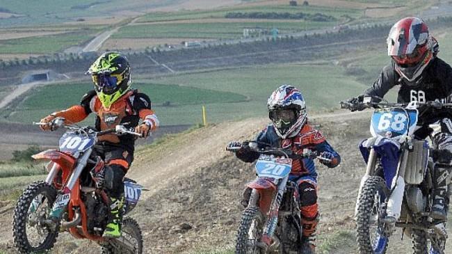 Türkiye'nin motokrosçuları Çatalca'da ter döktü