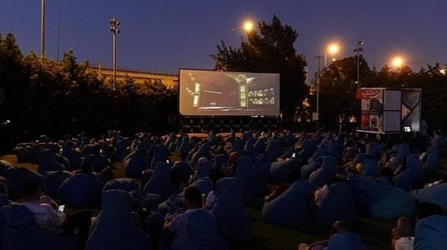 Açık havada sinema keyfi devam ediyor