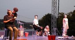 İBB Şehir Tiyatroları Birhan Keskin şiirleriyle müzede sahne etkinliğinde seyirciyle buluştu