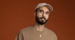 """Alternatif müziğin başarılı isimlerinden Can Kazaz Yapı Kredi bomontiada """"World Akustik"""" sahnesinde"""