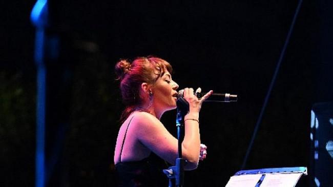 Fatih Erkoç & Trio, Tuluğ Tırpan Pow Trio, konuk sanatçı Demet Evgar Zorlu'da Bir Başka Gece' konserleri kapsamında sahne aldı